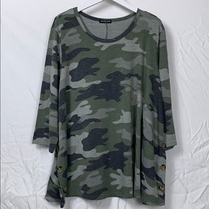 NWOT Cha Cha Vente camouflaged top size 3X